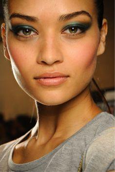 Inspiração: Maquiagem verde-esmeralda.