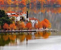 Lake of Kastoria - City of Kastoria, Region of Western Macedonia - Greece (This site has beautiful photos of various places in Greece). Cool Places To Visit, Great Places, Places To Go, Beautiful Places, Myconos, Macedonia Greece, Places In Greece, Greek Beauty, Seen