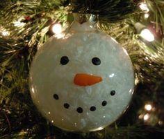 Mit den transparenten Plastik-Weihnachtskugeln verleihst du deinem Weihnachtsbaum eine ganz besondere, persönliche Note……9 lustige und wunderschöne Beispiele! - DIY Bastelideen