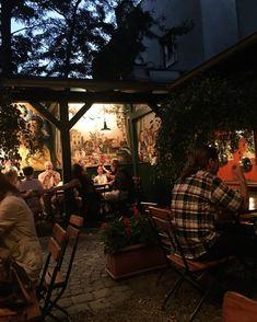 Bei den momentanen Temperaturen will man bloß raus aus der Innenstadt. Deshalb präsentieren wir euch traumhafte Orte zur Stadtflucht in Wien. Al Fresco Dining, Vienna, Patio, Goals, Autumn, Outdoor Decor, Instagram, Home Decor, Random Stuff