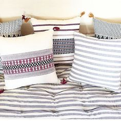 ALERTE : livraison gratuite Du 17 au 22 Nov avec le code WINTERGIFT pour tout achat de 50 eur et plus sur notre eshop. ✨✨✨Soft winter vibes with our #handmadewithlove pillows in 100% cotton made by #artisan weavers in #assam #india. FREE SHIPPING for all orders on our eshop Until the 22nd Nov with the code WINTERGIFT ( for orders of 50 eur and above in France and Europe) . Merci @monsieur_papier_ pour cette jolie photo. #inspohome #inspiration #interior #interiordesign #decoration #deco…