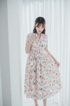 Modern Hanbok, Body Shapes, Pink Flowers, Korea, Dresses With Sleeves, Slim, Elegant, Floral, Pattern