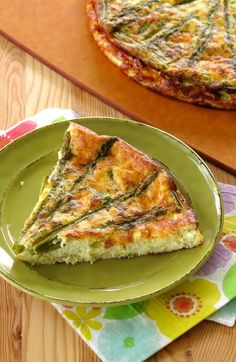 It's easy to fall in love with this Crustless Asparagus Quiche recipe. It's low-carb, gltuen-free, presents beautifully and you can freeze it!