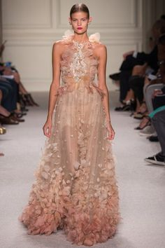 See the complete Marchesa Spring 2016 Ready-to-Wear collection.
