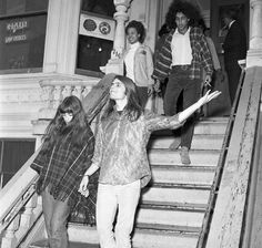 1967 - Bob Weir greets the crowd as the police bust the Grateful Dead house at 710 Ashbury. / Ran on: The Grateful Dead's house in the Haight-Ashbury neighborhood became a gathering spot for hippies. Grateful Dead House, Haight Ashbury, Tartan, Plaid, Bob Weir, Age Of Aquarius, Janis Joplin, Has Gone, Summer Of Love