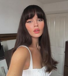 38 Ideas Makeup Looks Brunette Eyeliner For 2019 Brunette Fringe, Brunette Bangs, Long Brunette, Brunette Makeup, Retro Hairstyles, Hairstyles With Bangs, Party Hairstyles, Hairstyle Ideas, Wedding Hairstyles