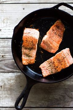 Cooking salmon on the stove is an easy method that will guarantee you have a perfect piece of fish every time. Cook Salmon On Stove, Cook Chicken On Stove, Steak On Stove, How To Cook Chicken, How To Cook Flounder, How To Cook Shrimp, How To Cook Steak, Salmon Recipes, Fish Recipes