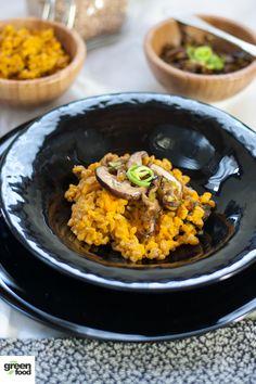 Oggi una ricetta velocissima, praticamente uno dei fondamentali in cucina: farrotto (farro cotto come se fosse un risotto) alla zucca e funghi shiitake.Questa ricetta ha due ingredienti interessan...
