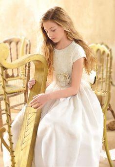 Cuerpo bordado con cintas - Los vestidos de comunión para niña más bonitos