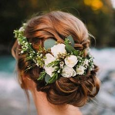 Sunday Inspiration: winter delicate flower crown. #ateliereme #bridalgown #bridetobe #inspiration #bridalhairstyle