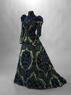 La mode retrouvée : Maison Worth, tea gown, vers 1897