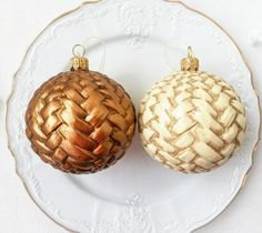 This Vintage Christmas Ornaments - unique antique christmas decorations is great bulk christmas gifts or you shabby chic decor. Christmas ornaments decorated in vintage style. This is a perfect as a christmas gift for mother, grandparent, coworkers, teacher and colleague and also can be memorable gift for a wedding. It would be also a great gift for those who loved elegant victorian Christmas decorations. Victorian Christmas Decorations, Vintage Decorations, Vintage Christmas Ornaments, Christmas Bulbs, Shabby Chic Frames, Shabby Chic Decor, Mother Christmas Gifts, Mother Gifts, Vintage Photo Frames