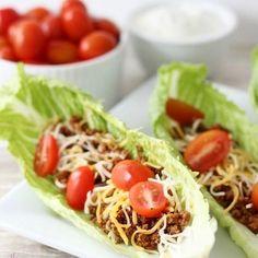 Gosta de comida mexicana 🇲🇽 ?!? Que tal substituir o taco 🌮 por uma folha de alface 🥗?!? Aí é só caprichar no recheio 🍅 e saborear 😋 Ah e lá no #PinterestDaCarola 💻 tem uma pasta só de #ReceitasSaudáveis 👏🏼#blogcaroladuarte #ProjetoSemMedoDoBiquini #receitasfit #mexicanfood #substituiçõessaudáveis