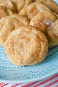 Snickerdoodle cookies are always a crowd favorite! This recipe makes soft, thick and fluffy Snickerdoodles brimming with that classic cinnamon flavor. Snickerdoodle cookies hold a very special plac… Soft Snickerdoodle Cookies, Cinnamon Cookies, Cookie Desserts, Cookie Recipes, Dessert Recipes, Dessert Blog, Cold Desserts, Easy Desserts, Crack Crackers