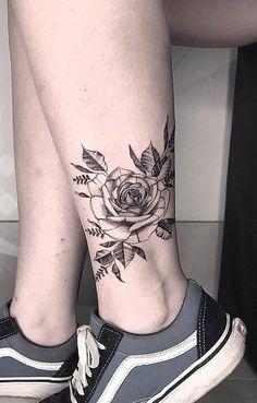 tatuagens femininas no calcanhar Rare Tattoos, Mini Tattoos, Unique Tattoos, Anklet Tattoos, Foot Tattoos, Body Art Tattoos, Tatoos, Piercings, Leg Tattoos Women