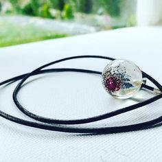 Aesidhe   sterling silver 925 and leather necklace with encapsulated pearls in crystal resin spheres, for eternity #aesidhe #silver #silverjewelry #sterlingsilver #original #pearls #muse #necklace #jewellery #jewelry #design #jewellerydesigners #colgantes #perlas #perlasdecultivo #fashion #instachic #instacool #instashop #instafashion #etsy #etsyshop #madeinspain #toledo #joyeriacreativa #margalgau #fashion #fashionista