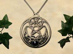 *^* Pendentif lune celtique Pentagramme - Bijoux médiéval disponible en plusieurs couleurs fait main avec swarovski
