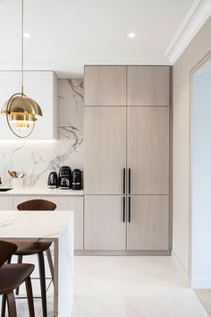 We really love how French studio atelier daaa blends contemporary design with sophisticated classic Parisian apartments. Designers always try to preserve ✌Pufikhomes - source of home inspiration Interior Design Minimalist, Modern Kitchen Design, Interior Design Kitchen, Modern Interior Design, Modern Apartment Design, Contemporary Design, Parisian Apartment, Apartment Layout, Contemporary Kitchens