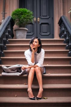 TOMMY - Nicole Warne wear Complete Tommy Hilfiger Look / Jennifer Zeuner Rings / Mulberry Bag / Christian Louboutin Heels Lifestyle Photography, Photography Poses, Tommy Hilfiger Looks, Nyc Brownstone, Gary Pepper Girl, Nicole Warne, New York Taxi, Nyc Fall, Christian Louboutin Heels