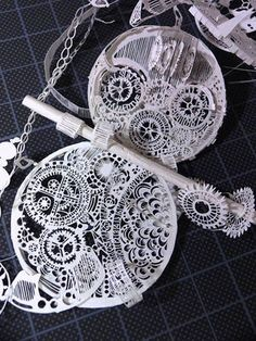 paper cutout by SouMa Metal Crafts, Diy And Crafts, Newspaper Art, Origami Paper Art, 3d Pen, Paper Artist, Paper Folding, Kirigami, Cool Artwork