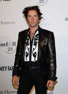 Singer Rufus Wainwright attend amfAR MILANO 2011 at La Permanente on September 23, 2011 in Milan, Italy. Rufus is what I'd call a snappy  dresser.