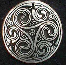 ....le triskel........ c'est vraiment un des symboles celtiques que j'adore !