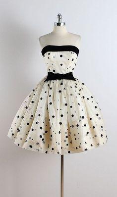 Society dress by millstreetvintage Vestidos Vintage, Vintage 1950s Dresses, Retro Dress, Vintage Outfits, Vintage Shoes, Vintage Clothing, 1950s Fashion, Vintage Fashion, Club Fashion