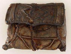 La più antica testimonianza sulla lavorazione delle borse in Italia si ritrova nell'anno 1100 in Toscana, mentre a Venezia apparivano veri e propri ...