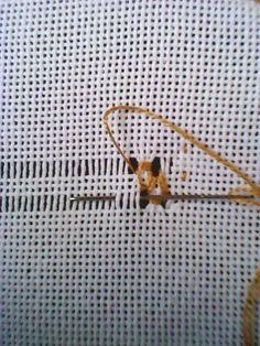 Exercício 9 Bainha Aberta Fantasia 1 Esta é uma bainha bem decorativa, muito elaborada que dá ao trabalho um aspecto robusto. Marcam... Drawn Thread, Thread Work, Tennis Racket, Diy And Crafts, Hand Crafts, Embroidery, Crochet, Handmade, 1