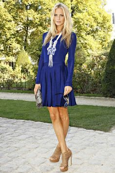 Poppy Delevingne in blue dress Mode Chic, Mode Style, Style Me, Poppy Delevingne, Look Fashion, Fashion Beauty, Womens Fashion, Big Fashion, Simple Dresses