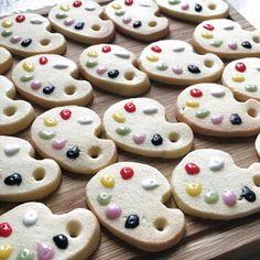 面倒な工程は100均で!色とりどりの絵の具パレットアイシングクッキー。