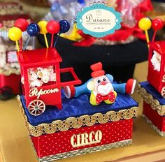 Lindo personalizado de luxo com nossas mini pipoqueiras de acrilico, apliques espelhados e caixas de Mdf pelas criativas mãos de… Dumbo Birthday Party, Circus Birthday, Circus Theme, Circus Party, Birthday Parties, Circo Do Mickey, Photo Corners, Fun Fair, Birthday Decorations