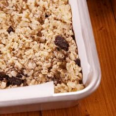 Oreogasm Krispie Treats Rice krispie treats are good as is, but these take it to a whooole other level. Perfect for summer potlucks! Sweet Desserts, Easy Desserts, Delicious Desserts, Dessert Recipes, Yummy Food, Chocolate Oreo, Dessert Chocolate, Chocolate Videos, Cereal Treats