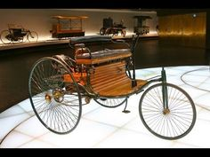 The First Car In The World - Benz Patent Motorwagen 1886 - Mercedes-Benz Museum. Cars For Teenage Girls, Classic Trucks, Classic Cars, Henry Ford First Car, Car Dates, Car Crash, Car Engine, Car In The World, Car Ins