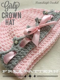Crochet Baby Hats Girly Crown Hat free crochet pattern - With one of these baby hat crochet patterns you will be ready to introduce a new little one into your life and family! get the FREE crochet pattern Bonnet Crochet, Crochet Pig, Mode Crochet, Crochet Patron, Crochet Beanie, Crochet For Kids, Crochet Crafts, Crochet Projects, Booties Crochet