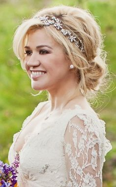 Wedding Hairstyles for Brides With Round Faces