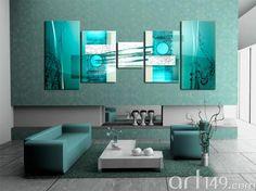 Salón en la gama azul, decorado con un cuadro abstracto
