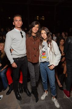 Emmanuelle Alt and her kids attending our Spring-Summer 19 Fashion-Show Emmanuelle Alt Style, Only Fashion, Fashion Show, Style Fashion, J Crew Style, My Style, Girl Outfits, Fashion Outfits, Casino Outfit