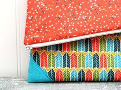 pretty fold over clutch sewing DIY from LeFevre {Flamingo Toes} - Fabric Design by Heather Dutton Yardage www. Diy Denim Purse, Denim Bag, Clutch Tutorial, Diy Clutch, Cork Fabric, Handmade Leather Wallet, Purse Patterns, Sewing Patterns, Sewing Accessories