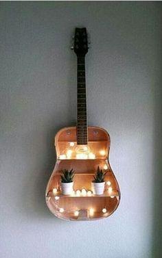 Wunderschöne deko idee mit Einer alten Gitarre ^^                                                                                                                                                                                 Mehr