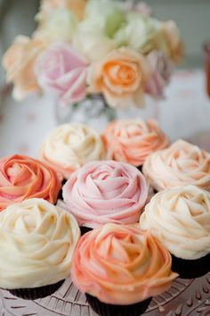 What sweet petal cupcakes.much better than a whole cake-make several flavor cupcakes and use different colored flowers to tell them apart.perfect for a shower Cupcake Party, Deco Cupcake, Rose Cupcake, Cupcake Cookies, Cupcake Fondant, Vintage Cupcake, Cupcake Ideas, Cupcake Recipes, Petal Cupcakes