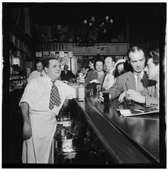 Charlie's Tavern, New York, N.Y., between 1946 and 1948] / William P Gottlieb