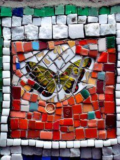 Art Street : Mosaic by Jérome Gulon on a wall rue de la Condamine - Paris 75017
