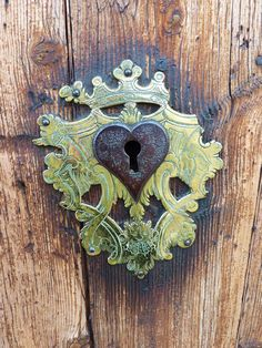 Heartfelt Grunge-style lock.