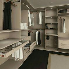 Interview with interior designer laura hammett signature for Closet medianos