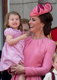 The royal family stepped out in style for the annual Trooping the Colour ceremony in London on Saturday, and the second we laid eyes on Kate Middleton and Princesa Charlotte, Princesa Diana, Estilo Kate Middleton, Kate Middleton Style, English Royal Family, British Royal Families, George Of Cambridge, Trooping The Colour, Duchesse Kate
