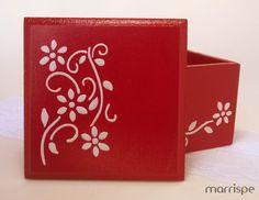 Caixinha em mdf com estêncil #artesanato #madeira #mdf #mimos #fofurices #ideiascriativas #pintura #artesanal #estencil #marrispe