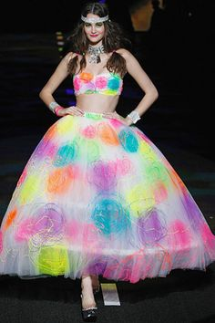 When I saw this last year at Fashion Week Betsey Johnson vid, I DIED and have been looking for a white prom dress at Goodwill ever since so I can SPRAY PAINT IT!  <3