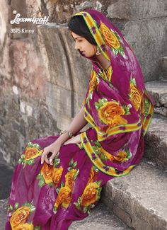 Incredible floral prints on this magenta Georgette saree gives a feminine looks to gorgeous lady.