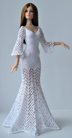 belle Doll Crochet .~ this site has many pics of great-looking Barbie clothes but there are no patterns - only pics.  Great inspiration though.